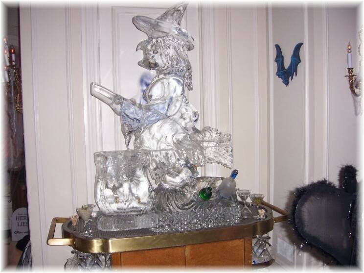 Halloween Wiitchw/ Luge & Decanters